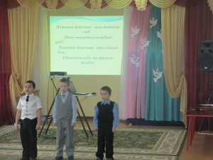 Дети приветствуют участников семинара.